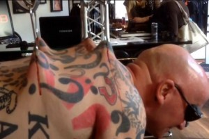 "kamikazWeltrekordversuch geglückt - Schotte John Kamikaze beim ""Day of Freakshow World Records 2014""e_01"