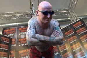 """Weltrekordversuch geglückt - Schotte John Kamikaze hing sieben Stunden lang beim beim """"Day of Freakshow World Records 2014"""" in Bad Ischl auf Spiesen herum"""