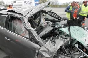 Auf Sattelschlepper aufgefahren - Horrorunfall leicht verletzt überlebt