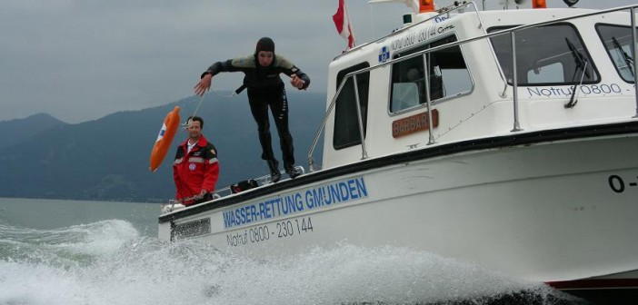 Elf Personenrettungen am Traunsee - Sturmdauereinsatz für die Wasserrettungen