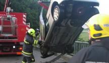 Alkolenker mit Auto in den Weißenbach gestürzt