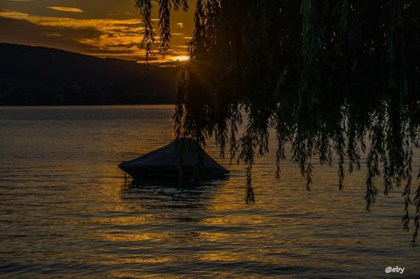 Herrlicher Sonnenuntergang am Attersee - ein Tag geht zu Ende