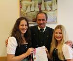 Christina Eisl, Victoria Loibichler mit Dipl.Päd. Michael Steinmaurer