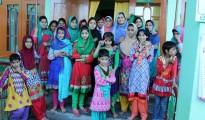 Nach Besuch in Kaschmir erleichtert - Hochwasser verschonte Waisenhäuser (2)