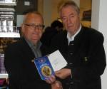 KIWANIS-Präsident Mag. Helmut Ramsebner (links) mit Cent Markt Obmann Dir. Erich Bahn