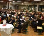 (3) über 130 Besucher in der Aula waren begeistert