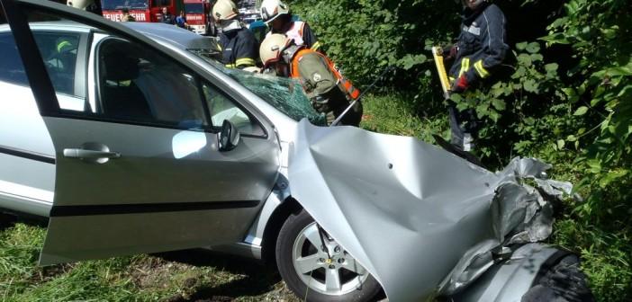 Auto prallte gegen Reisebus – Lenker erlitt tödliche Verletzungen