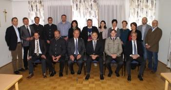 1.Reihe sitzend: GV Gerhard Schneidinger (FPÖ), GV Albrecht Kirchgatterer (FPÖ), BGM Staufer (ÖVP), Bezirkshauptmann Dr. Martin Gschwandtner, Vize-BGM Ing. Martin Schneeberger MBA (ÖVP), GV Josef Neubacher (SPÖ) 2.Reihe stehend: GR Dr. Roland Schachinger (ÖVP), GR Schwarz Herbert (ÖVP), GR Fritz Landershammer (FPÖ), GR Johann Seifried (FPÖ), GR Rupert Auinger (FPÖ), GR Gabriele Schobesberger (FPÖ), Fraktionsobmann Ing. Franz Gabeder (ÖVP), GR Ing. Mag. (FH) Elke Haitzinger MSc BEd (ÖVP), GR Anna Hilber (ÖVP), GR Birgit Dressler (SPÖ), GR Waltraud Nigl (SPÖ), GR Harald Emminger (SPÖ), GR Fritz Lenglachner (SPÖ)