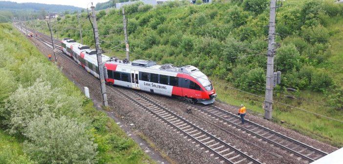 Zug kurz vor dem Vöcklabrucker Bahnhof entgleist