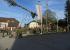 Zahlreiche Zuschauer beim Maibaumsetzen in Pinsdorf