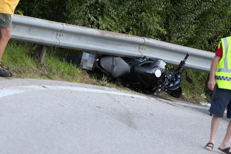 Schwerer Motorradunfall auf der Almseestraße (4)