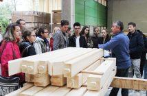 Jürgen Fellinger (Fa. Brandl Bau) gab den Jugendlichen einen Einblick in die Bauwirtschaft