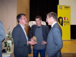 v.l. Bgm. Reiter, Georg Obermaier, LH-Stv. Mag Thomas Stelzer