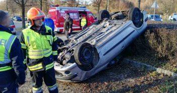 Ein Verletzter nach Fahrzeug-Überschlag in Laakirchen