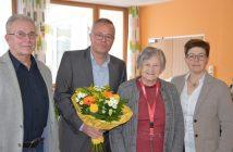 Bildtext: V. l. StR Günther Gschwandtner, Vizebürgermeister Mag. Christoph Rill, Rita Muerth (95) und StRin Dr. Elisabeth Kölblinger (Foto: privat)