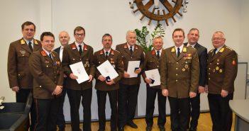 Auszeichnungen: OBR Schiendorfer, HBI Mugrauer, Ing. Treml, Treml, Gruber, Spitzer, Waldl-Gruber, ABI Sturm, BGM Ing. Feichtinger, BR Huemer