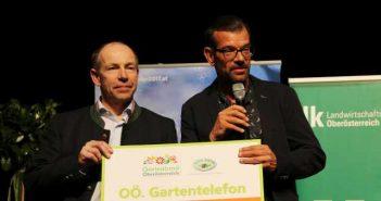 Agrar-Landesrat Max Hiegelsberger und Biogärtner Karl Ploberger bei der Gartenland-Tour 2017. Foto: Land OÖ/Birgit Stockinger