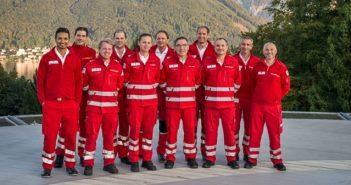 Zehn Notfallsanitäter/-innen des Roten Kreuz und 14 Notärzt/-innen des Salzkammergut-Klinikums waren im vergangenen Jahr 2016 insgesamt 2.078 Mal im Einsatz.  Bildquelle: gespag