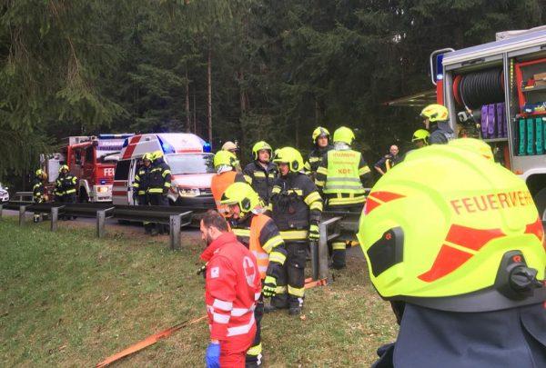 Zwei Tote Bei Horrorcrash Sportwagen Auseinander Gerissen