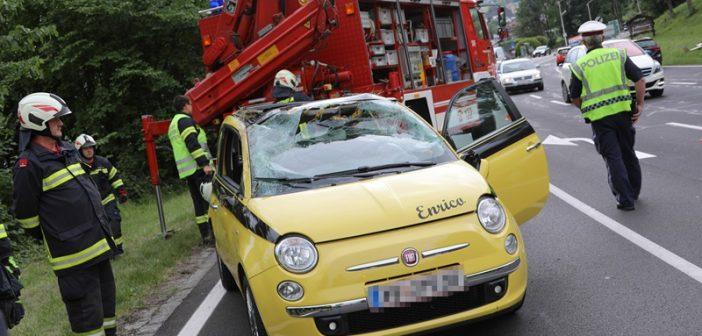 Autoüberschlag in Altmünster fordert zwei Verletzte