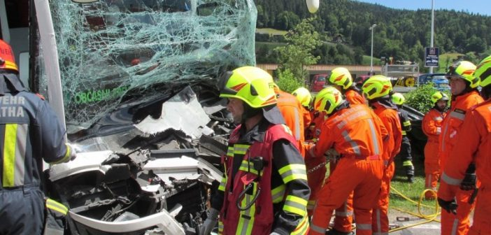 Schweres Busunglück in Bad Goisern