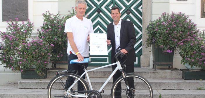 Neues Gemeinderad übergeben