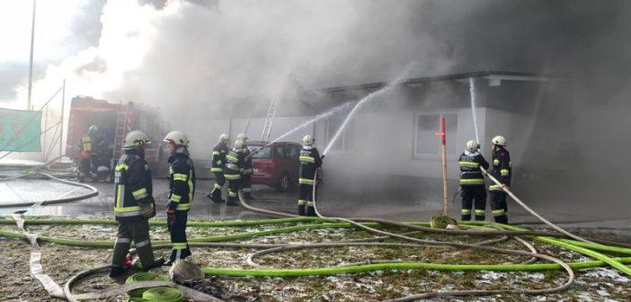 Großbrand in Ischler Tennishalle