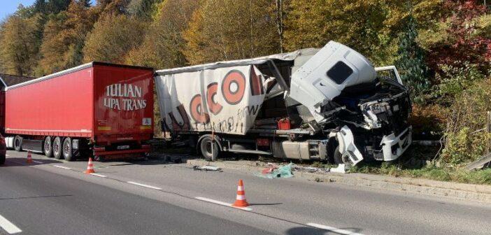 Lkw kollidierte mit Gegenverkehr